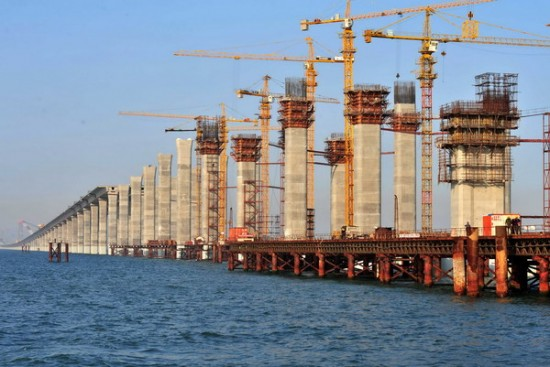 The world's longest sea bridge under construction