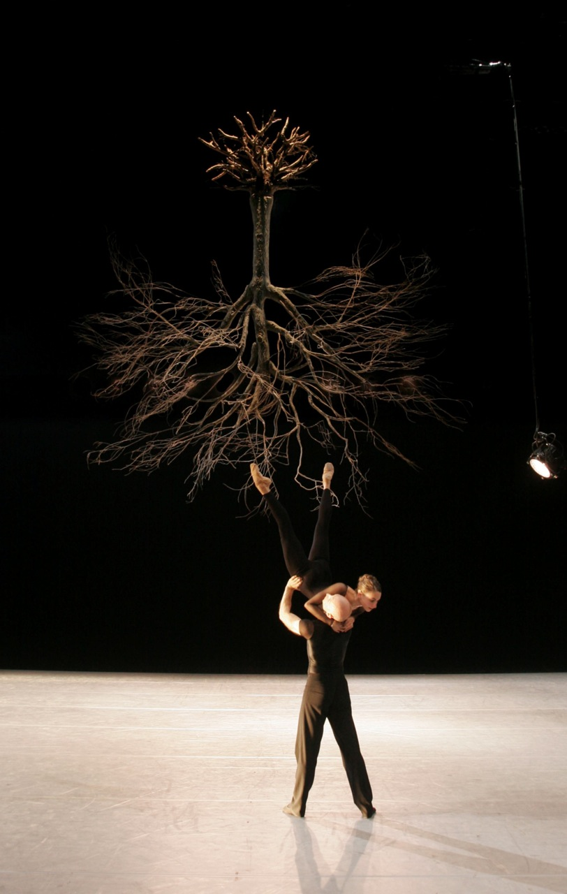 Wings of Wax by Jiri Kylian for Nederlands Dans Theater with Stefan Zeromski & Aurelie Cayla (Joris-Jan Bos Photography van Merlenstraat)