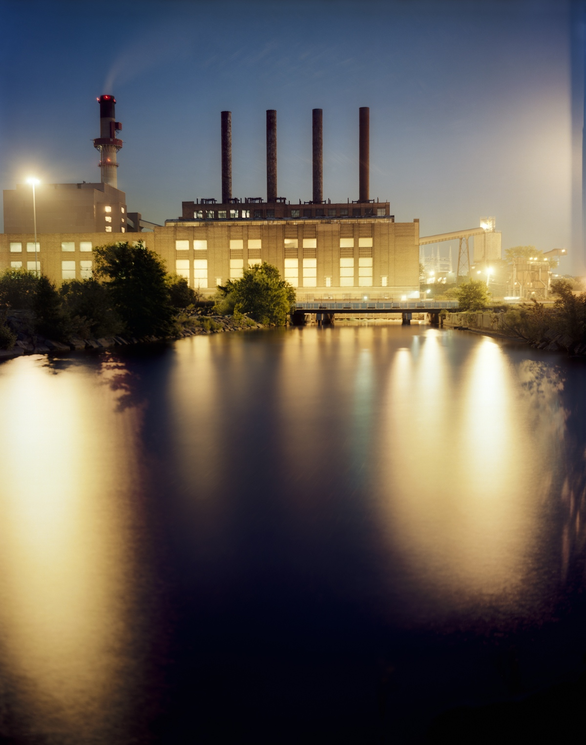 Barry Underwood, Cleveland Electric Illuminating Co. Power Plant. (Photo © Barry Underwood. Click to Enlarge)
