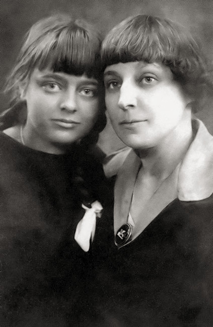 Tsvetaeva with her daughter Ariadna