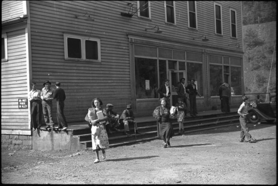 The company store in the coal mining town of Caples (Photo by  Marion Post Wolcott, 1938. Courtesy the Library of Congress)