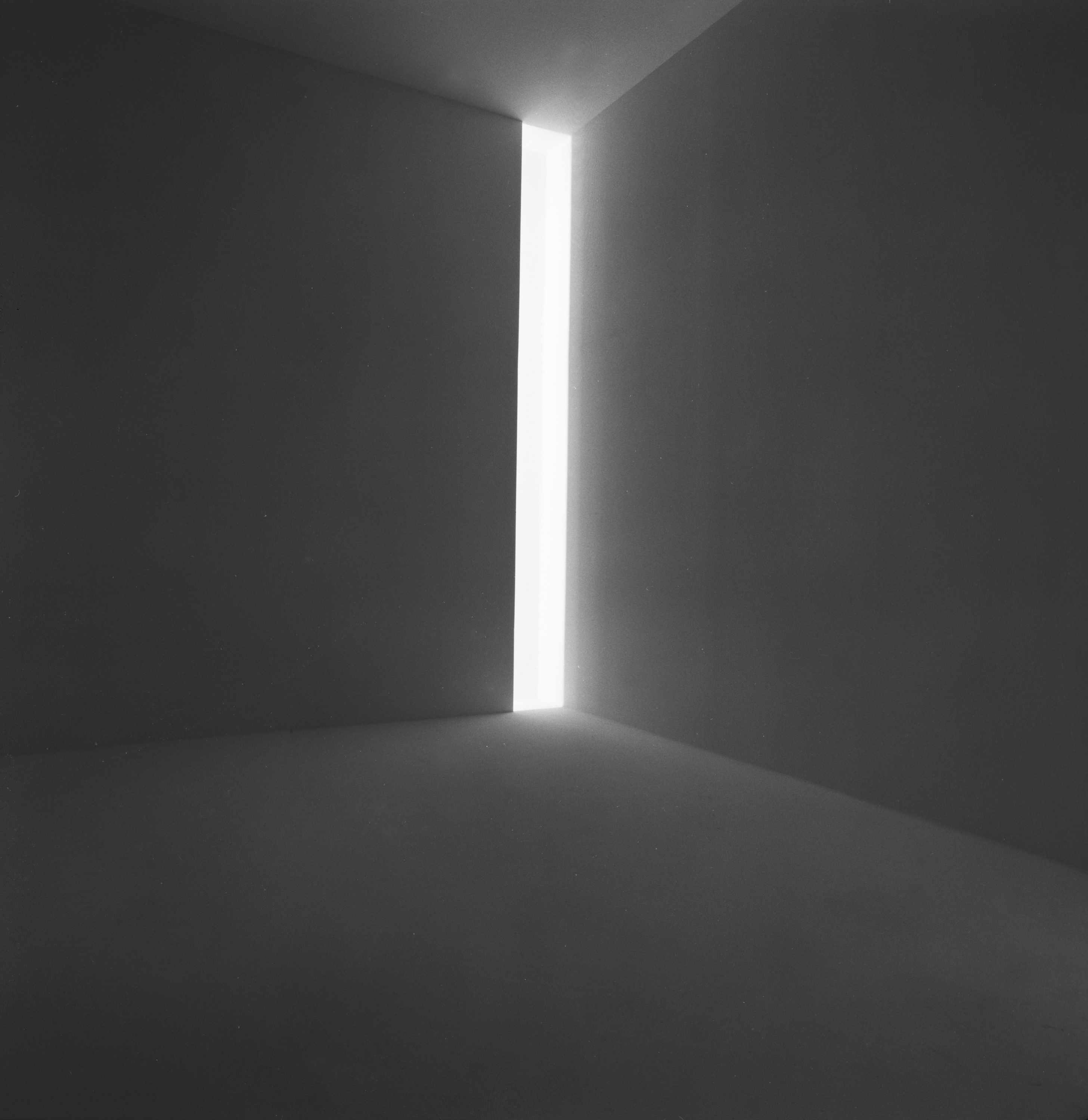 James Turrell Ronin, 1968 Fluorescent light, dimensions variable Collection of the artist © James Turrell Installation view: Jim Turrell, Stedelijk Museum, Amsterdam, April 9–May 23, 1976 Photo: Courtesy the Stedelijk Museum