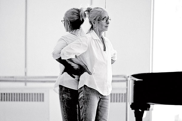 "Choreographer Twyla Tharp has a rigid routine that begins with a 5:30 a.m. taxi ride to the gym each morning. Tharp admits that her schedule is ""actively anti-social,"" but ""on the other hand, it is pro-creative."" (Photo by Marc Von Borstel via chicagomag.com)"