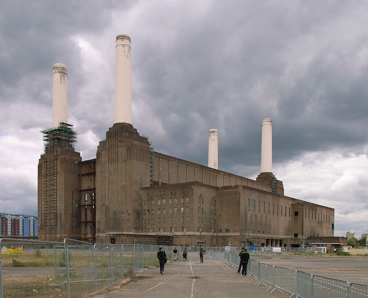 Battersea Power Station is a decommissioned coal-fired power station located on the south bank of the River Thames, in Battersea, South London. (Photo courtesy Wikimedia Commons)