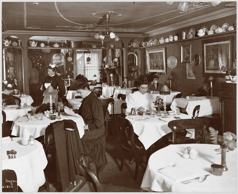 Valentine's Tea Room in New York in 1905 (Photo courtesy the Museum of the City of New York, the Byron Company Collection. Click to Enlarge)